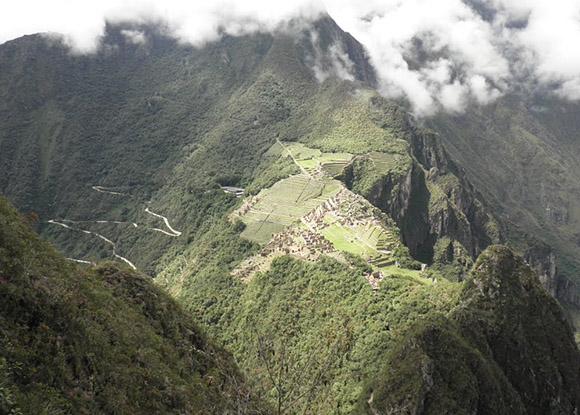 Vista de machupicchu desde la cima de la montaña del Phutuq K´usi