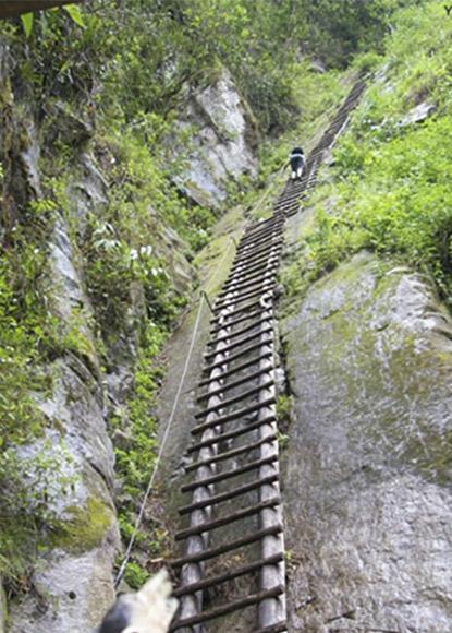 Tramo de subida vertical hacia la montaña de Phutuq K´usi, ya falta poco