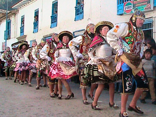 trajes típicos de paucartambo
