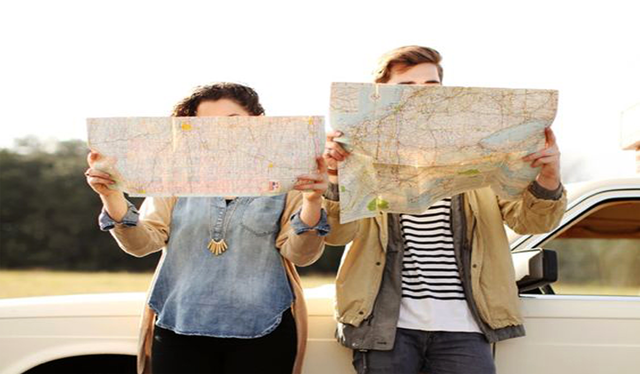 Investigando las rutas a tomar en el viaje