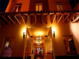 hotel classic tikarani en puno