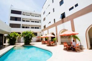 Piscina del Hotel Costa del Sol Piura
