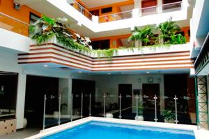 Piscina del Victoria Regia Hotel Suites