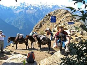 Chiquisqa - Trekking to Choqueqirao
